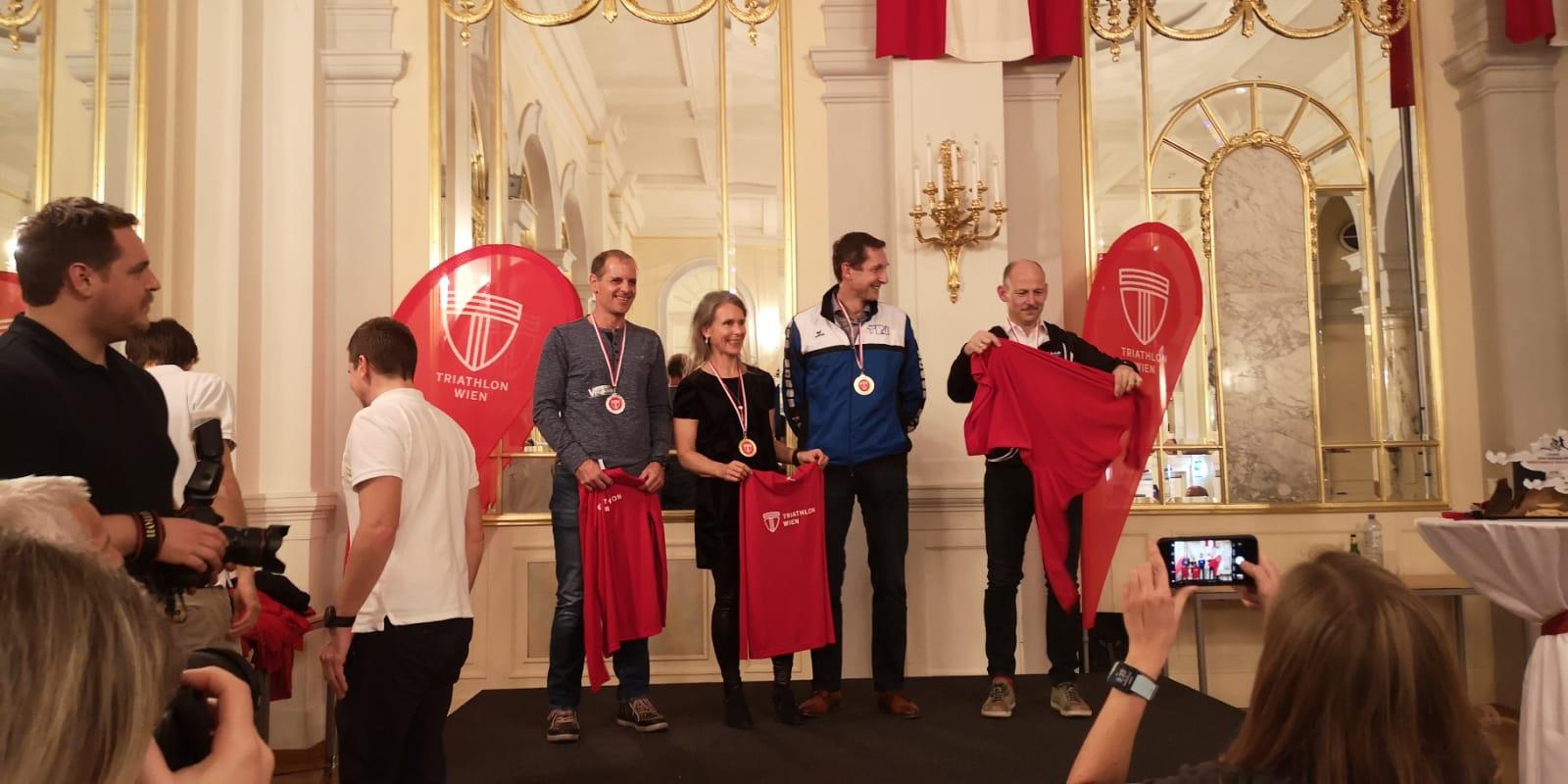 Top Triathlon Jahr im Team Vegan.at - Ehrung bei Triathlon Jahresfeier